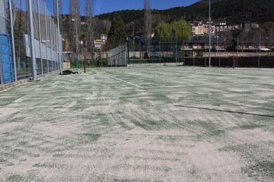 A punt les dues pistes de tennis municipals després de la renovació de la superfície