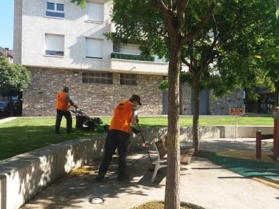 Integra Pirineus duu a terme tasques de manteniment i neteja d'espais verds a la Seu