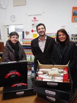 El banc d'aliments de la Seu rep una donació de cinc lots d'Embotits Obach
