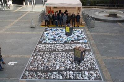 El projecte per eliminar les bosses de plàstic en els comerços de la Seu d'Urgell millora la qualitat del compost obtingut