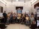 Els avis de la Fundació Sant Hospital visiten el consistori urgellenc.