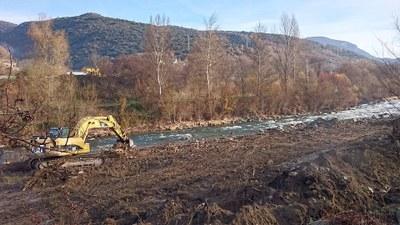 En marxa els treballs de manteniment de la capacitat de desguàs de la canalització del riu Segre