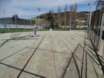 Es renova la superfície de dues pistes municipals de tennis, a proposta dels pressupostos participatius
