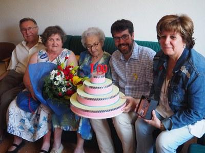 Felicitació institucional a la padrina centenària Rosario Castells Lluch