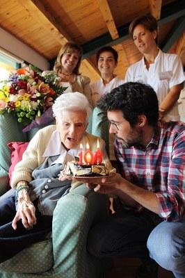 Felicitació institucional a la padrina urgellenca que ha fet 106 anys