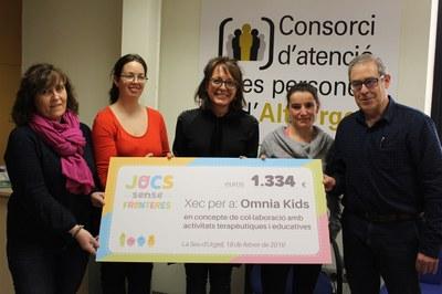 Jocs sense Fronteres dóna 1.334 euros al projecte Òmnia Kids per a activitats esportives i de lleure