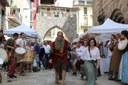 El bon temps acompanya la cercavila inaugural del Mercat Medieval dels Canonges