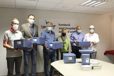 La Germandat de Sant Sebastià lliura 40 maletes tèrmiques al Sant Hospital per fer arribar àpats a domicili a persones grans