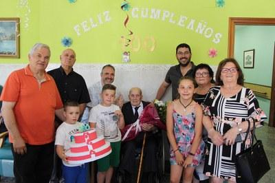 L'Ajuntament de la Seu d'Urgell felicita al padrí Antonio Martínez López pels seus 100 anys