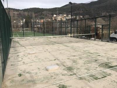 Renovada la superfície de les dues pistes municipals de pàdel