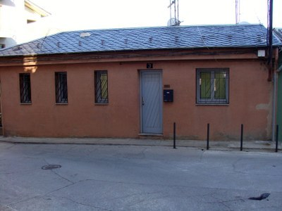 Retirada d'antenes de l'antic edifici de RàdioSeu a Castellciutat