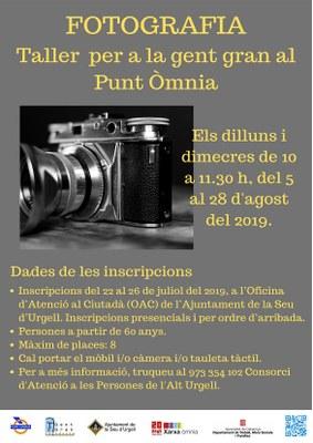 Taller de fotografia per a la gent gran al Punt Òmnia de la Seu d'Urgell