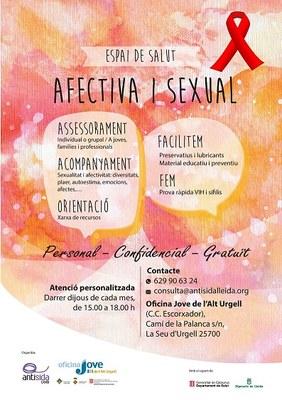 Taula informativa per sensibilitzar sobre el Dia Mundial de la Sida avui al centre cívic l'Escorxador
