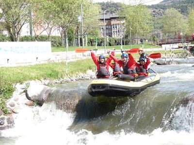 Una família 'd'influenciadors' viu una experiència d'oci al Rafting Parc la Seu d'Urgell