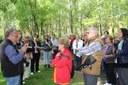 Una trentena de padrins i padrines de la Seu participen en una caminada guiada pel Parc del Segre